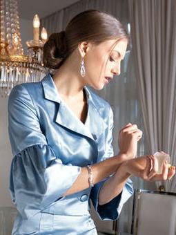 Жакет с широкими обороками на рукавах