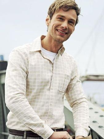 Мужская рубашка приталенного силуэта