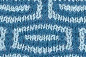 Двухцветный узор с вытянутыми петлями