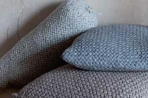 Валик с плетеным узором