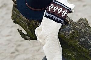 Белые носки с орнаментом