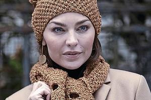Шапка и шарф с «прорезями»