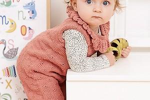 Детский комбинезон с кружевным воротничком