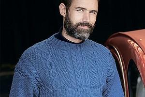 Синий мужской джемпер с рельефными узорами