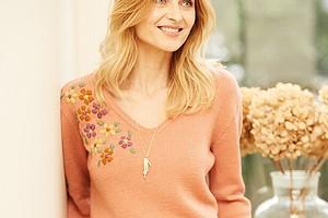 Пуловер с вышитым цветочным мотивом