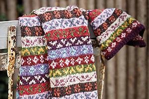 Длинный шарф с жаккардовыми узорами