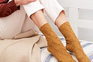 Носки с арановым узором