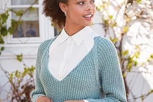 Облегающий пуловер с глубоким вырезом