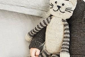 Кот с полосатыми лапками