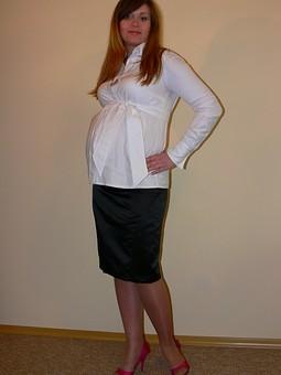 Работа с названием Блузка и юбка для беременных