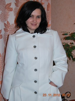 Работа с названием пальто, белое начинает и выигрывает