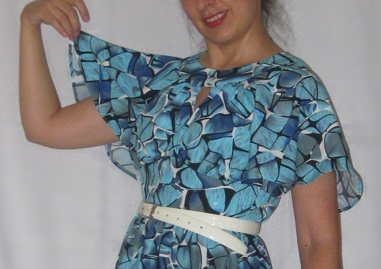 Голубое платье