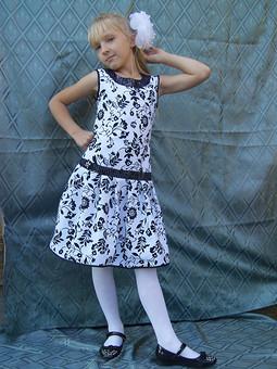Работа с названием Красивое платье для дочки