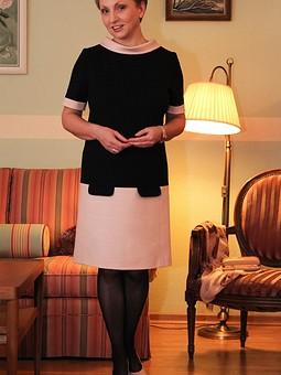 Работа с названием Прямое платье с заниженной талией