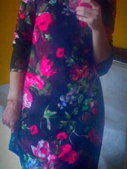 Работа с названием Трикотажное платье с кожаными вставками.