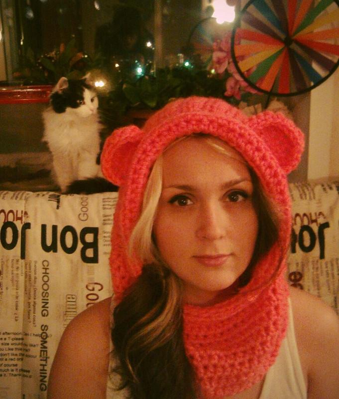 Веселая вязанная шапочка