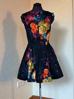 Работа с названием Платье в цветах