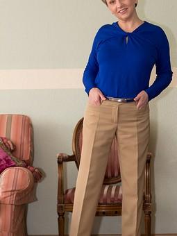Работа с названием Джемпер и брюки