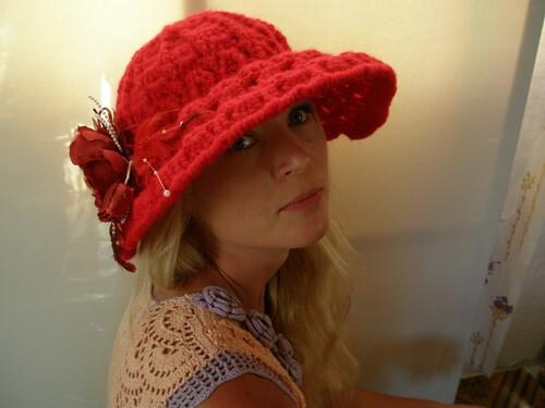 красная шляпа от Юлия