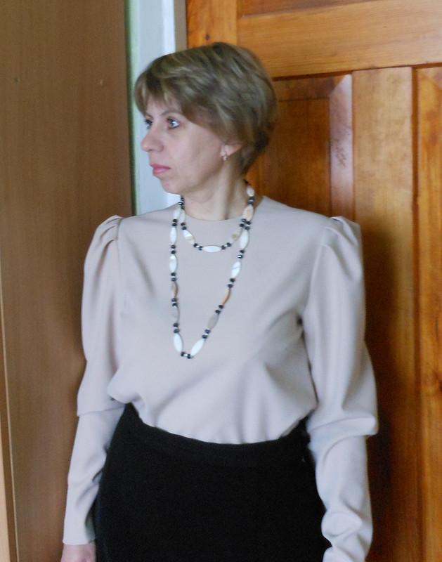 Блузка впудровых тонах от Елена Балабан