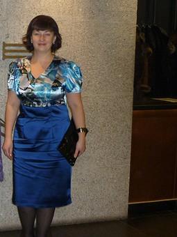 Работа с названием Двухцветное платье