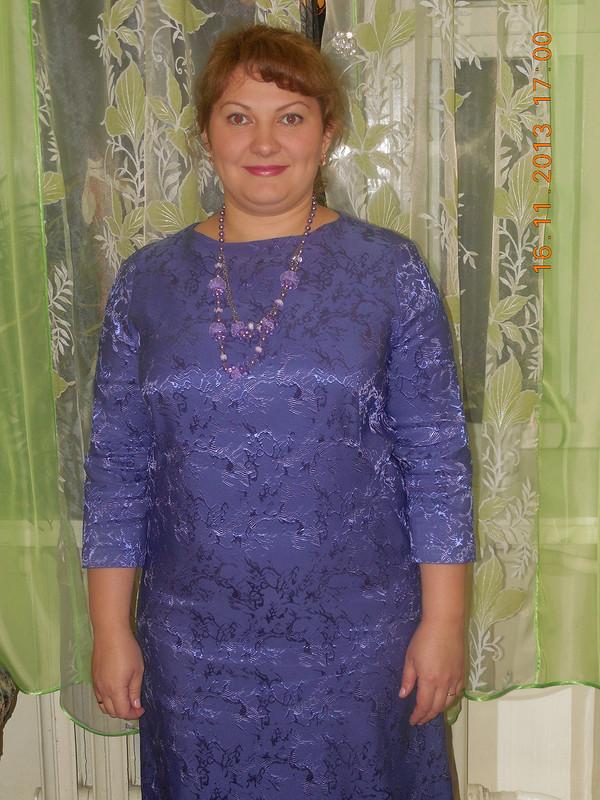 Сиреневое платье.