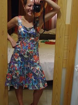Работа с названием Платье, бабочки и платяной шкаф