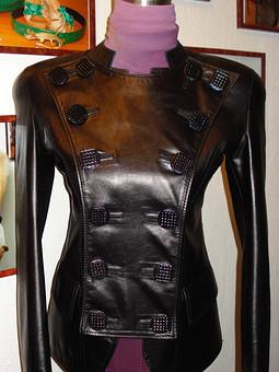 Работа с названием Кожаная куртка