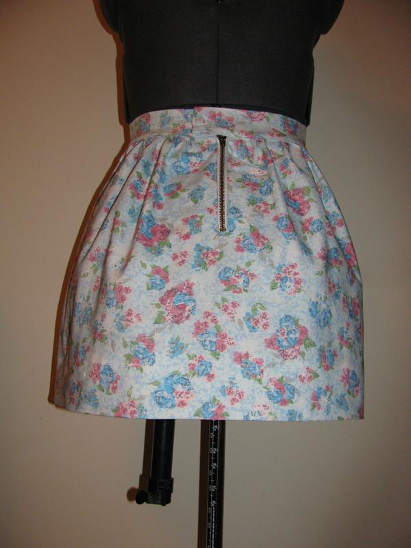 джинсовая юбочка сцветочным принтом