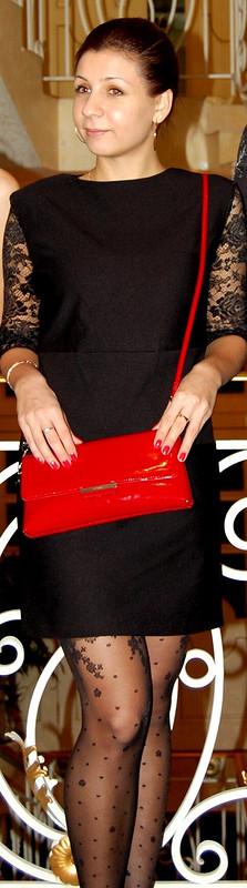 Маленькое черное платье скружевными рукавами
