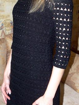 Работа с названием Вязаное маленькое черное платье