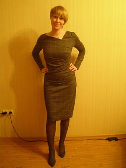 Работа с названием Серое платье