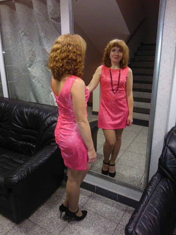 Платье из«непрозрачного» гипюра.
