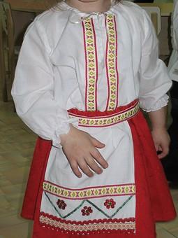 Работа с названием украинский костюм для девочки