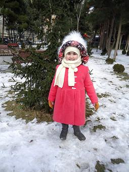 Работа с названием Пальто с меховым капюшоном для дочери 5 лет. Маленький енот