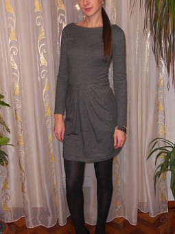 Работа с названием Серое теплое платье