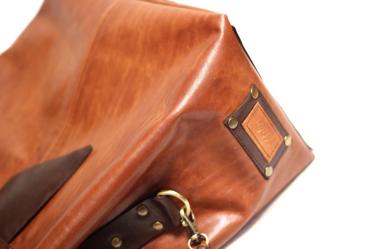 Кожаная сумка «Девушкам, любящим...»