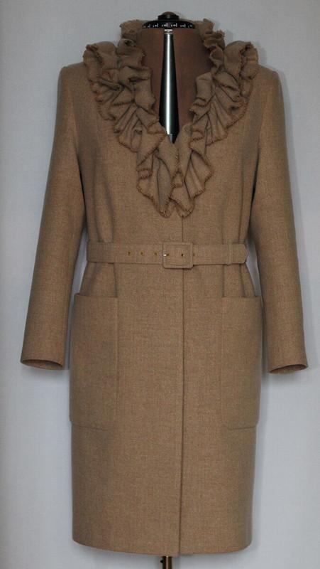Лёгкое пальто срюшевым воротником от Ziera