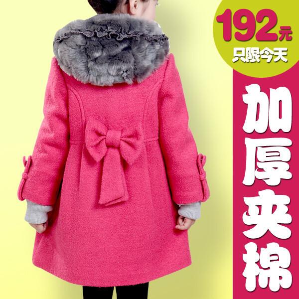 Пальто смеховым капюшоном длядочери 5 лет. Маленький енот от sevil