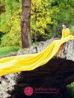 Работа с названием Бесконечное желтое платье!