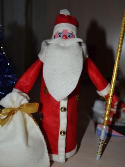 Работа с названием Дед Мороз из фетра.