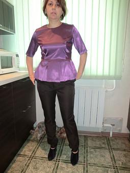 Работа с названием Сиреневая блуза
