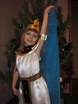 Работа с названием Клеопатра в юности