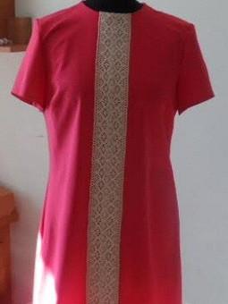 Работа с названием Первое платье