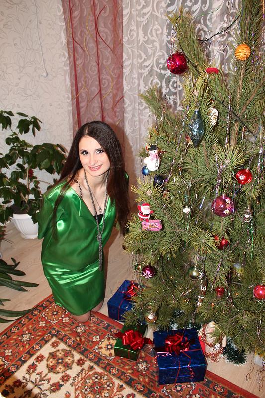 Яркое платье от Amari