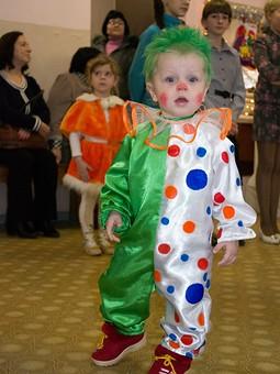 Работа с названием Семейка клоунов