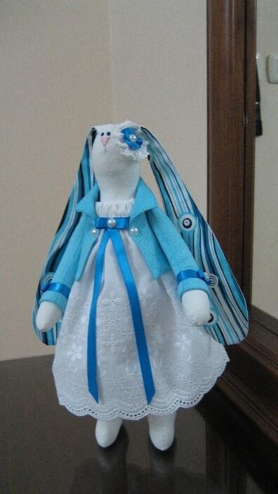 Бело-голубая зая от Anastasiya Sapega