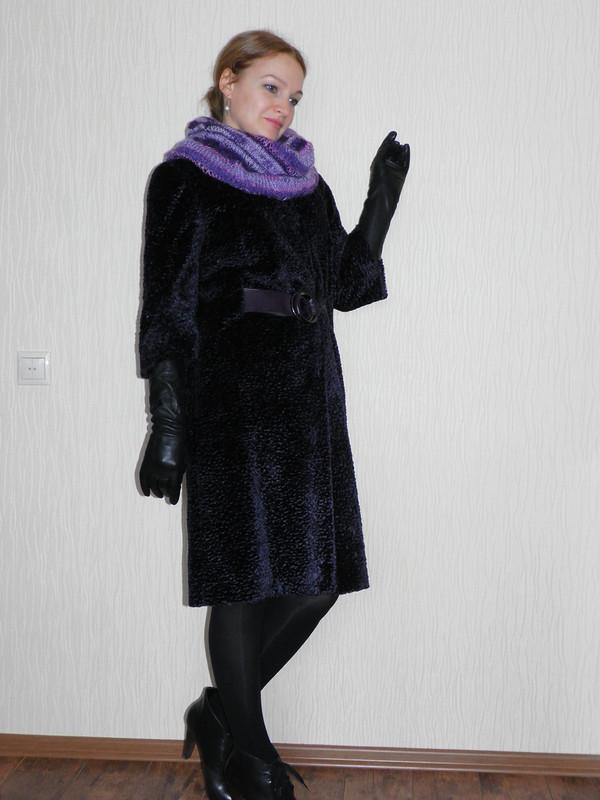 Пальто изискусственного каракуля