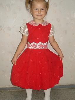 Работа с названием Красное платье (баллон)