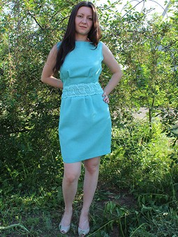 Работа с названием спорное платье....